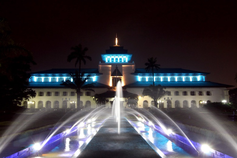 Gedung Sate decorative lighting, Bandung, 2013. As design and technical leader.