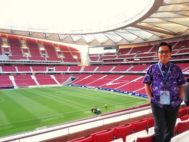 Using Philips purple batik at the Atletico Madrid stadium for VAP Summit